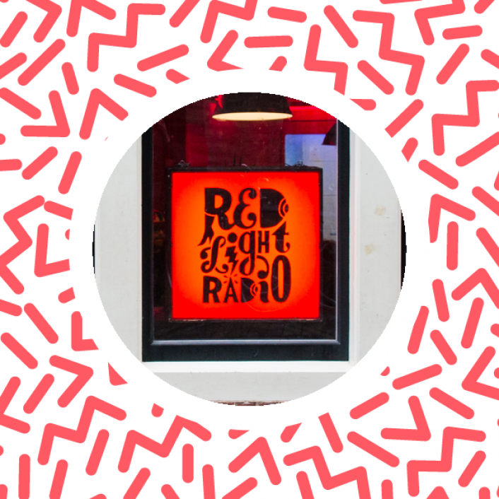 De Pioniers, deel 2: Red Light Radio